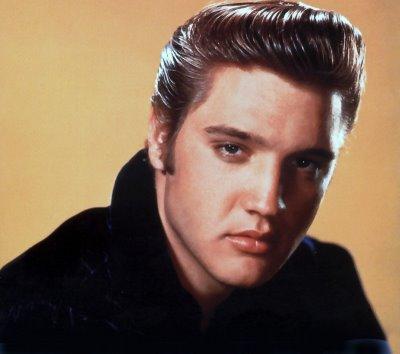 Une mèche de cheveux d'Elvis Presley vendue 18.300 dollars