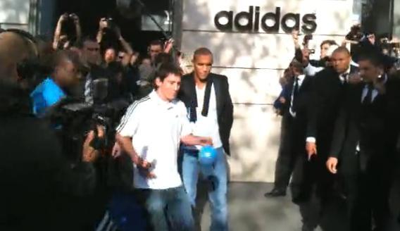 Messi sur les Champs-Élysées (VIDEO)