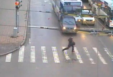 Il échappe de peu à la mort (VIDEO)