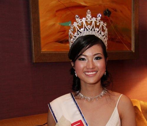 Miss Singapour privée de sa couronne pour fraude à la carte bancaire
