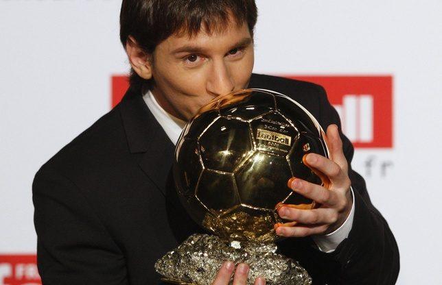 Messi Ballon d'Or 2010 Messi-recoit-le-ballon-dor-2009-telefoot