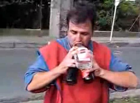 Un cocktail d'enfer, il descend 3 bouteille d'une traite (VIDEO)