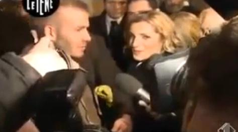 David Beckham se fait palper l'entrejambe par une journaliste Italienne (VIDEO)