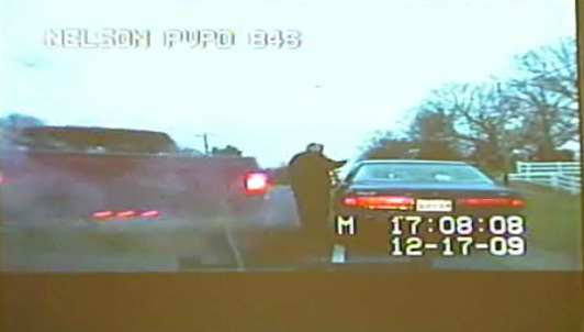 Un policier violemment heurté par un pick-up pendant un contrôle (VIDEO)