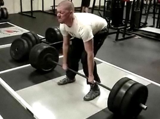Régis fait de la musculation (VIDEO)