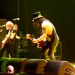 Slash agressé en plein concert (VIDEO)
