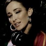 EXCLU : Kenza Farah Feat. Younes – Ainsi va la vie (CLIP)