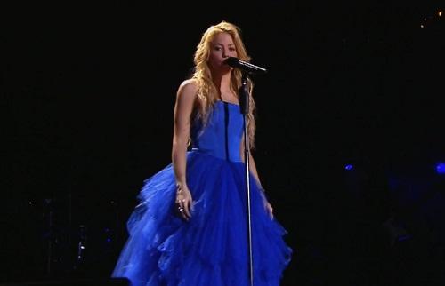Shakira dans sa belle robe bleue