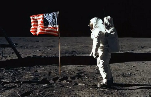 Neil-Armstrong-Moon.jpg