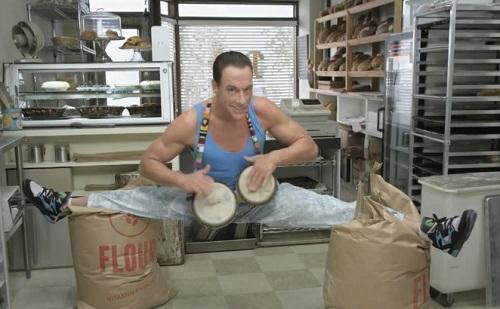 Jean-Claude Van Damme dans une pub pour GoDaddy