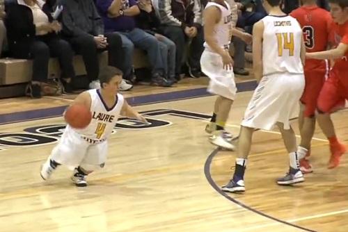 Avez-vous déjà vu : un nain jouer et marquer un panier au basket ? (VIDEO)