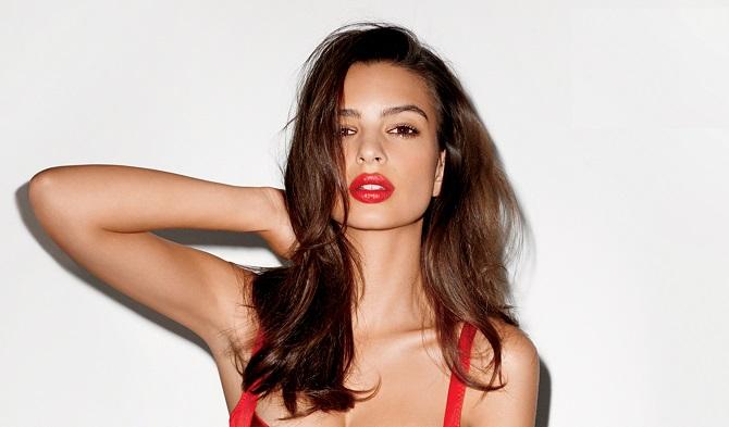 Emily Ratajkowski : topless pour Calvin Klein ! (photos)