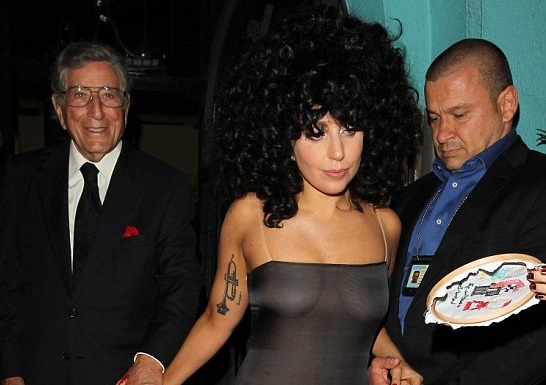 Lady Gaga et sa robe trans­pa­rente en Belgique (photos)