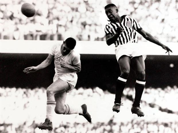 Jamais filmé, un but d'anthologie de Pelé reconstitué en vidéo (vidéo)