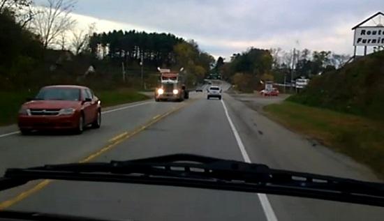 Une conductrice provoque 2 accident après s'être endormie au volant ! (vidéo)
