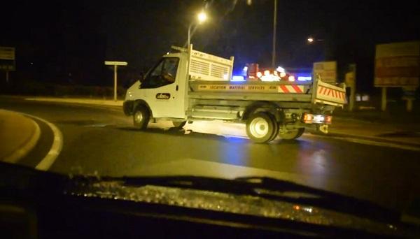 Il drifte avec un camion de location Kiloutou dans un rond-point (vidéo)