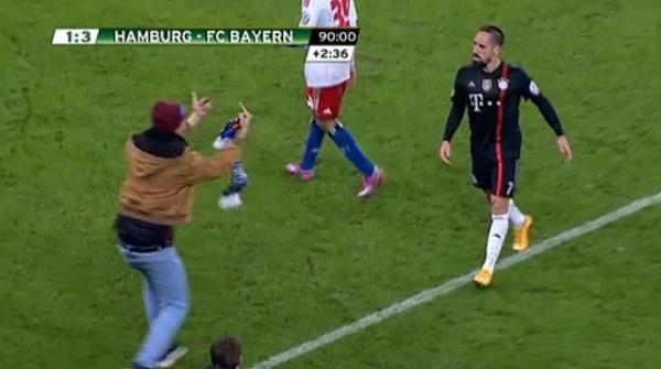 Franck Ribéry agressé par un supporter en plein match ! (vidéo)