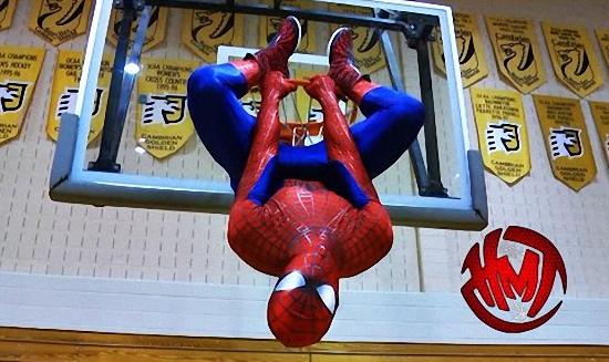 Spiderman en mode dunkeur (vidéo)