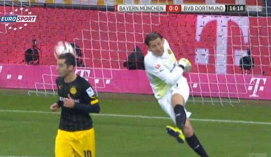 FAIL : Le gardien de Dortmund assomme son coéquipier (vidéo)