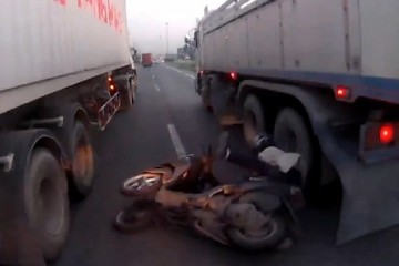 crash scooter camions