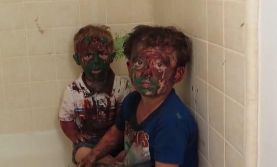Un papa fait la morale à ses fils recouverts de peinture ! (vidéo)