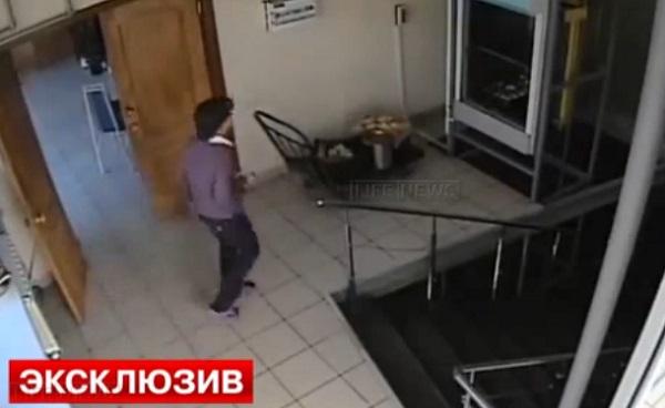 Choc : elle se coince la tête dans le monte-charge et frôle la décapitation (vidéo)