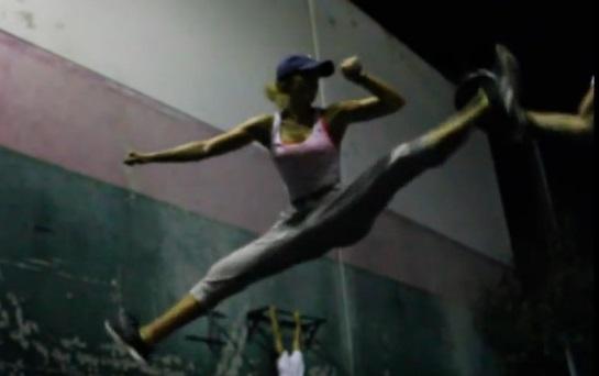 Bianca Bree Van Damme, sur les traces de son père ? (vidéo)