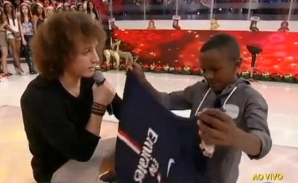 PSG : David Luiz réalise le rêve d'un petit garçon (vidéo)