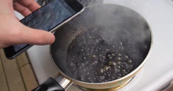 Que se passe-t-il quand on fait bouillir un iPhone 6 dans du Coca ? (vidéo)