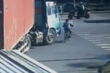 homme écrasé par camion