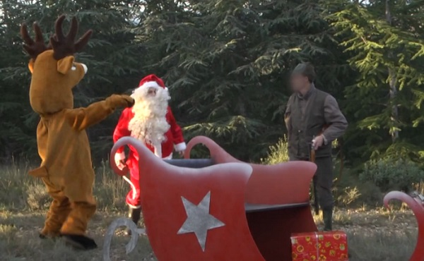 Rémi Gaillard – Père Noël vs chasseur (vidéo)