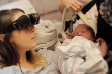 maman voit son bebe première fois