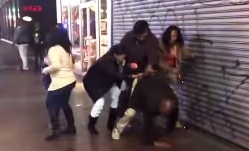 Un groupe de 6 femmes agresse un homme ivre avec un taser