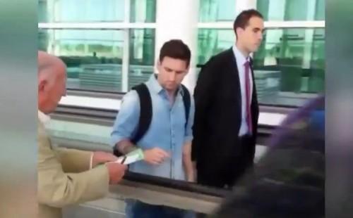 Messi refuse de signer un autographe à un vieil homme