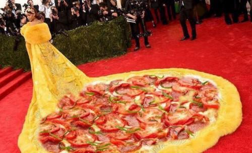 Rihanna et sa robe omelette font le buzz sur le net