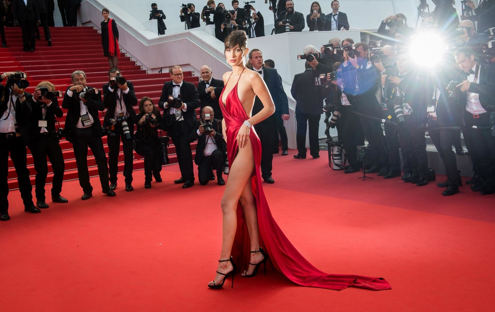 bella hadid red dress cannes 2016 (1)