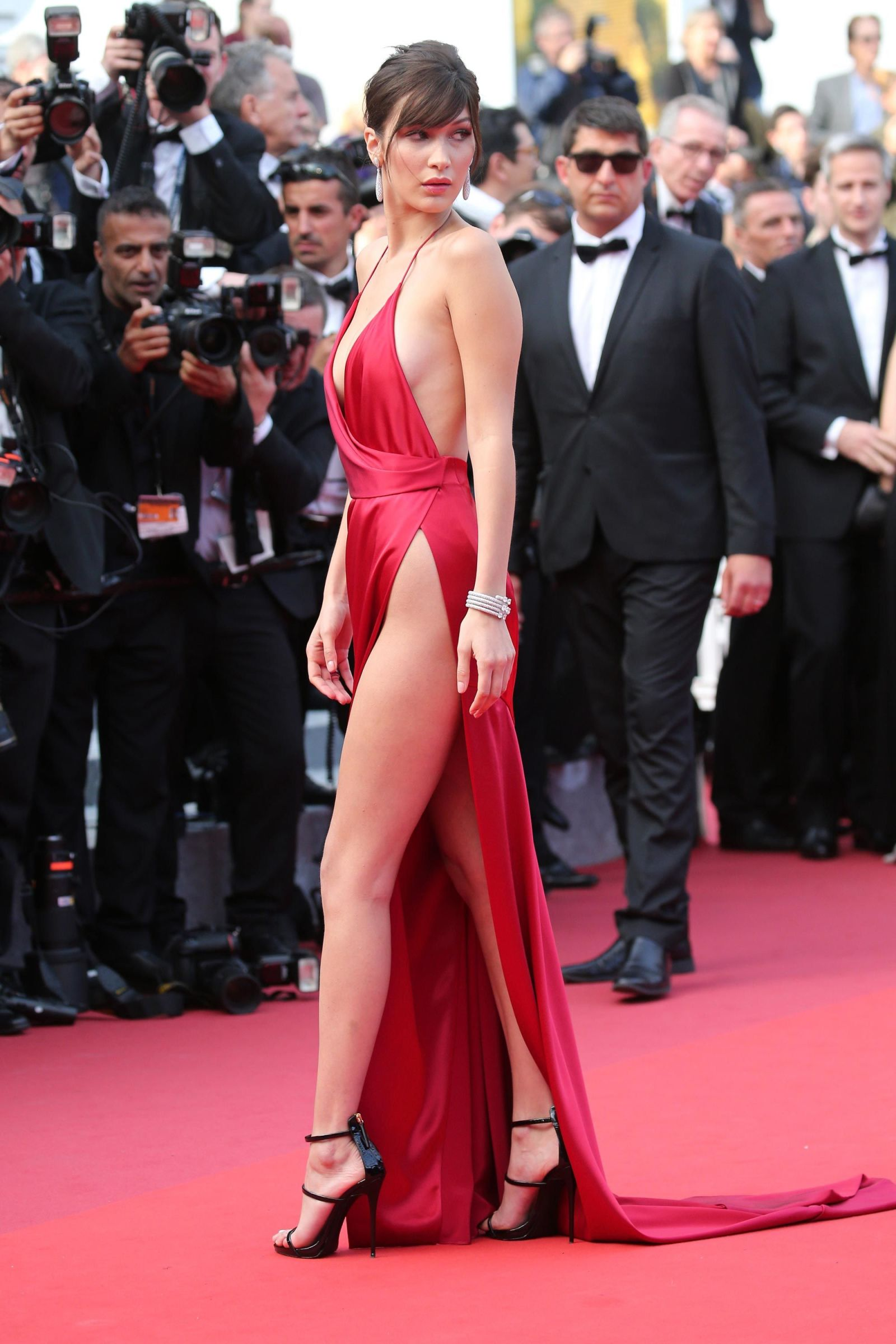 bella hadid red dress cannes 2016 (15)