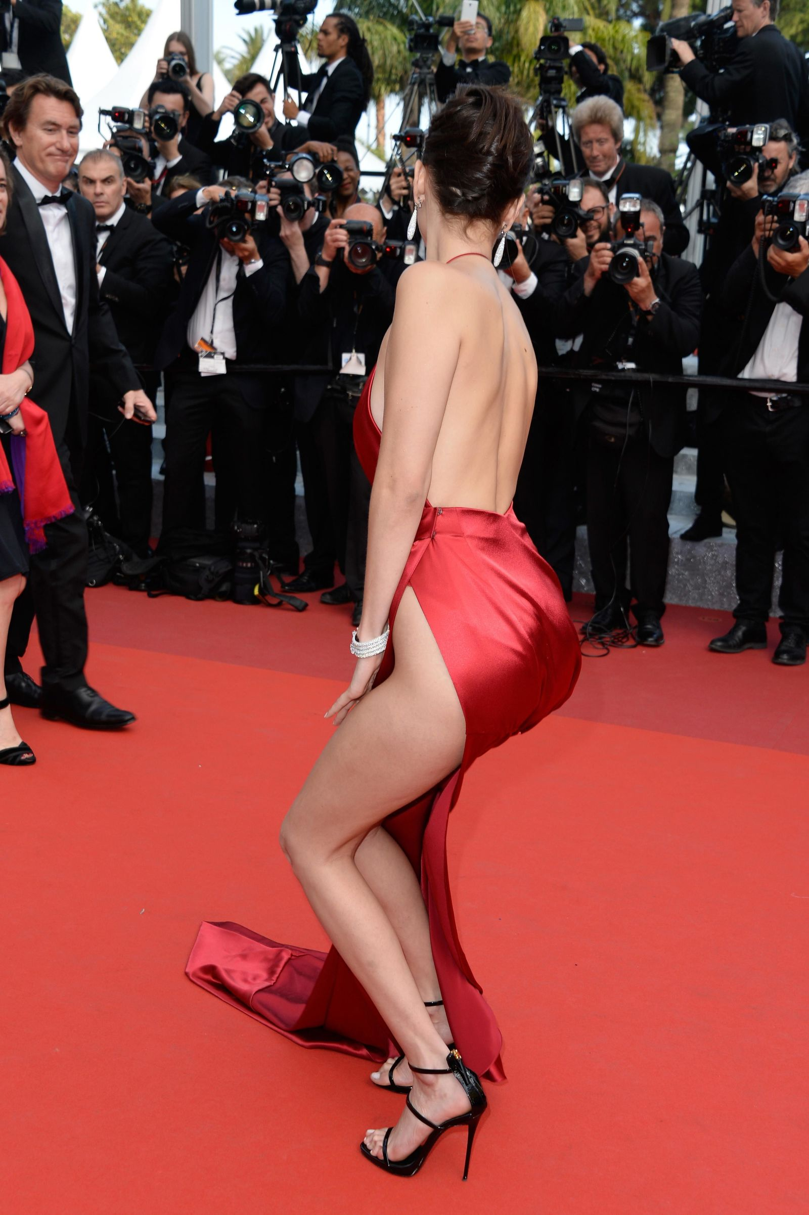 bella hadid red dress cannes 2016 (17)