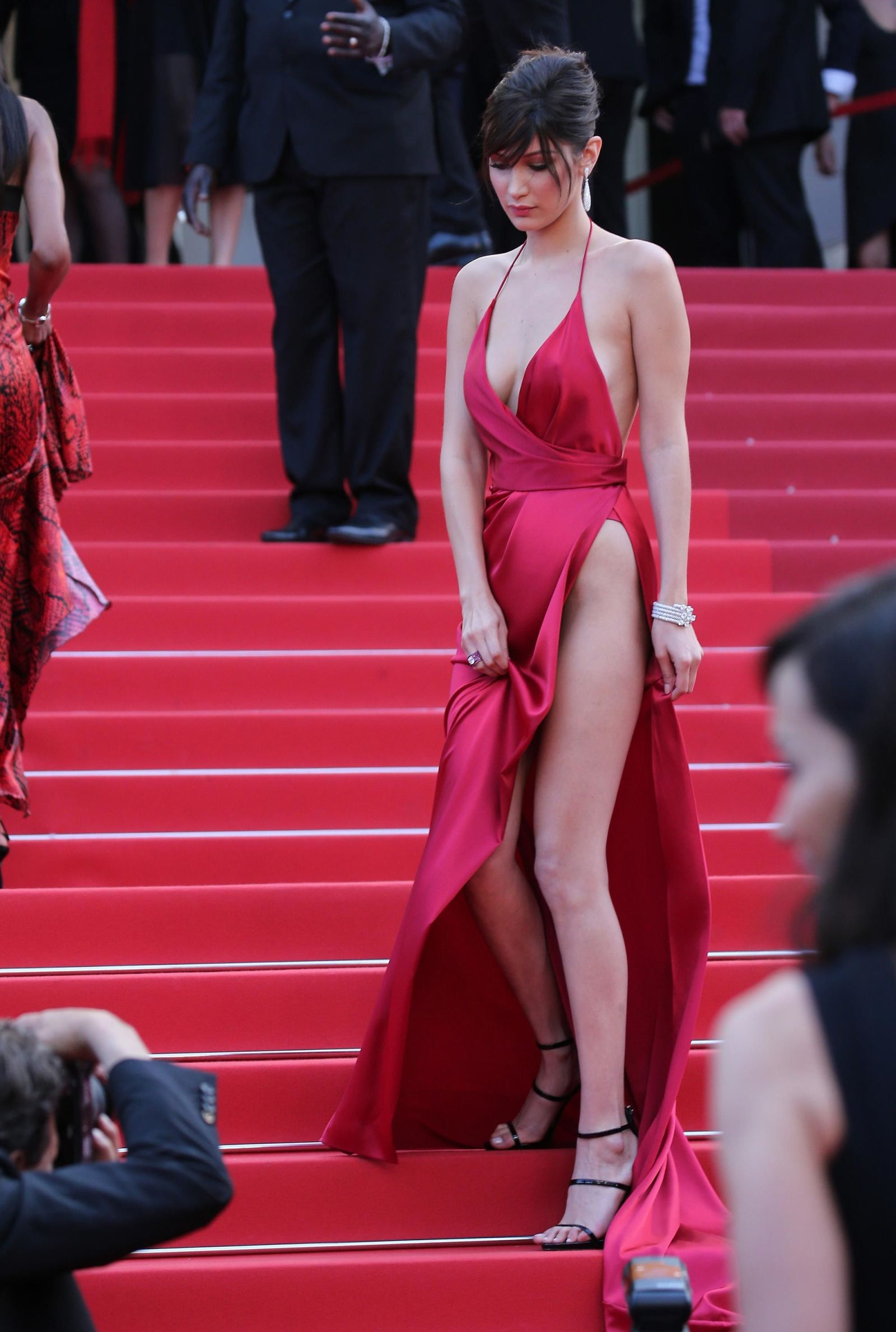 bella hadid red dress cannes 2016 (19)