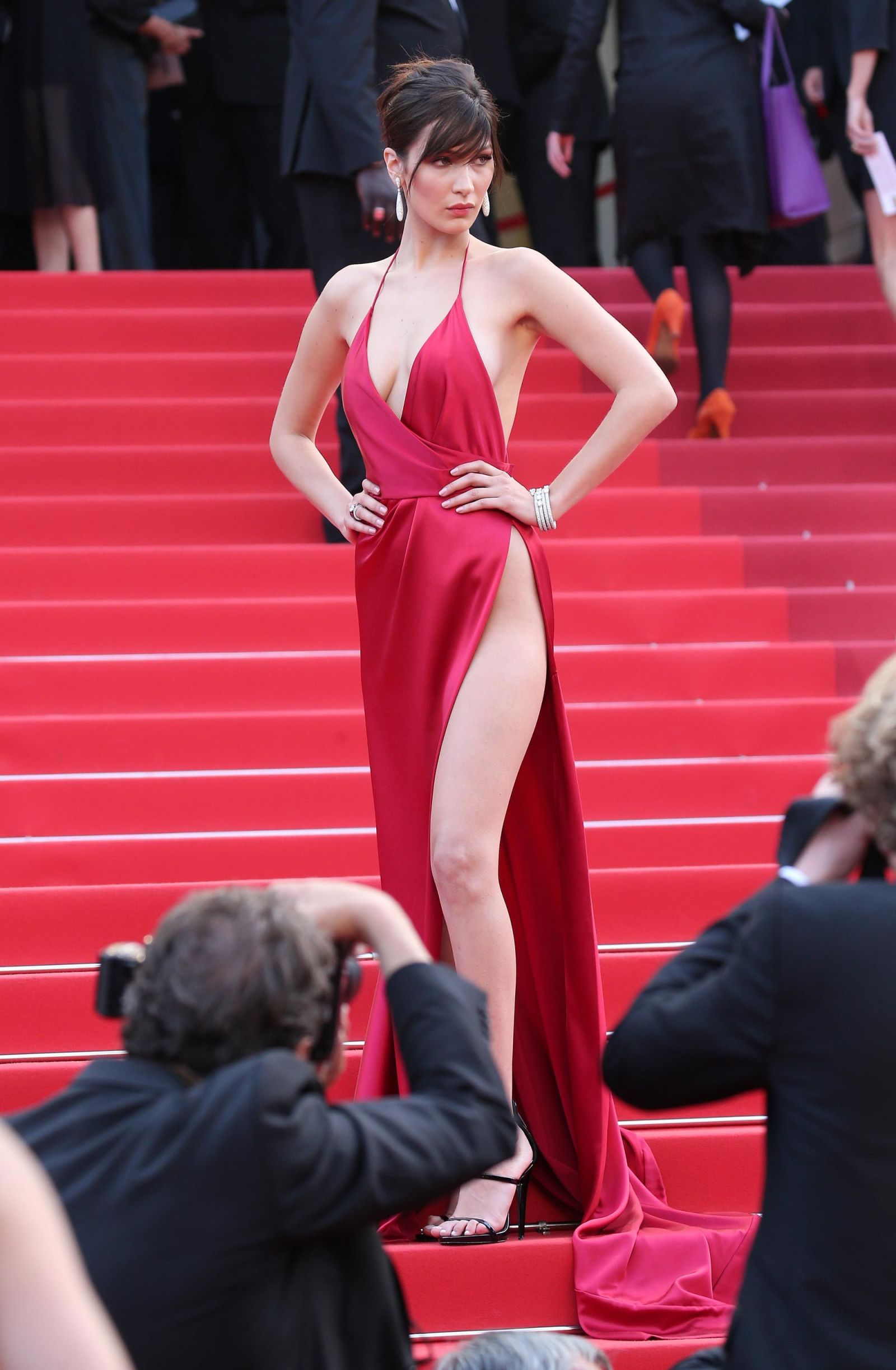 bella hadid red dress cannes 2016 (20)