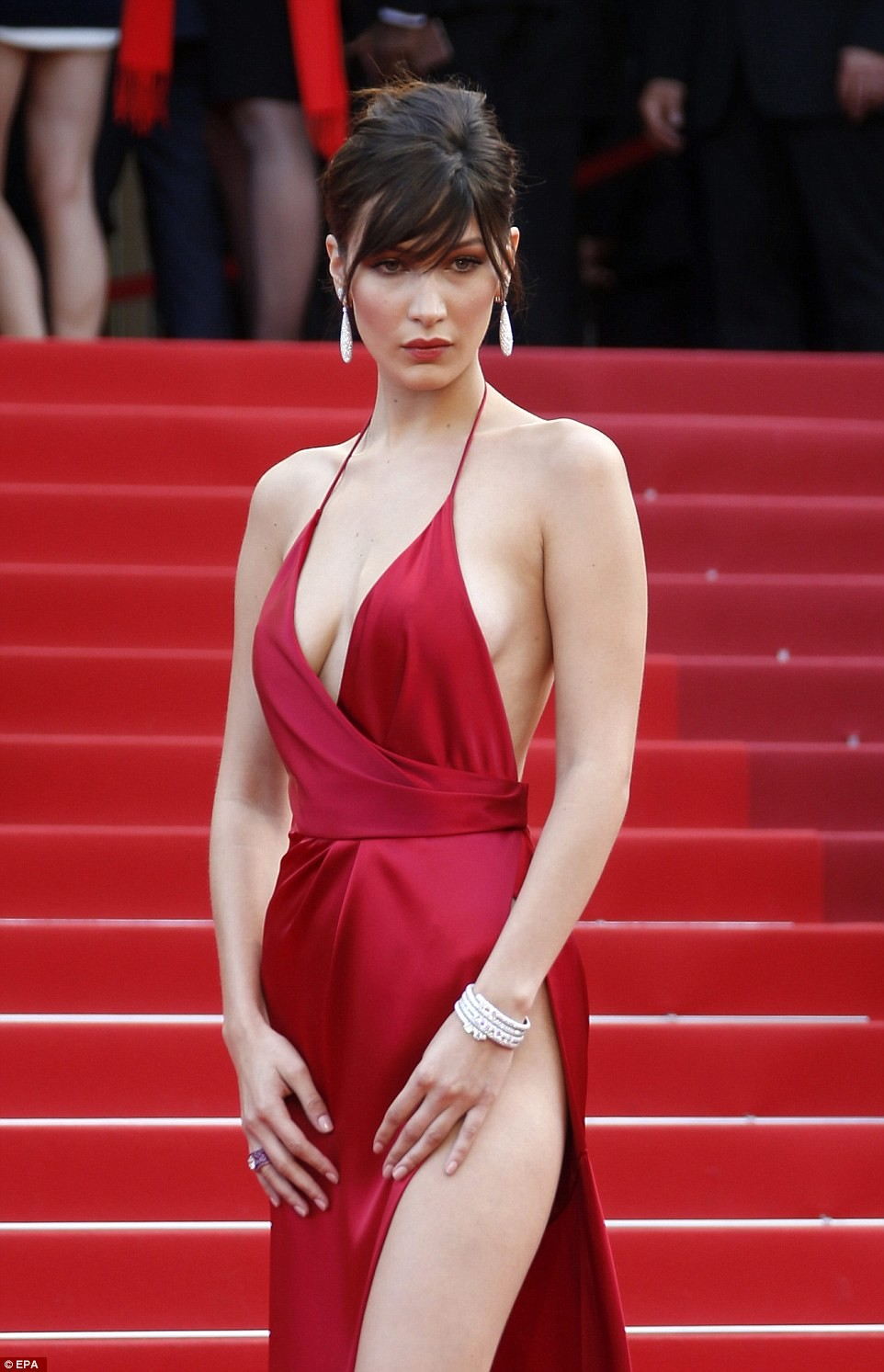 bella hadid red dress cannes 2016 (3)