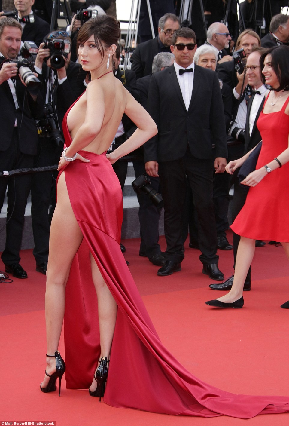bella hadid red dress cannes 2016 (6)