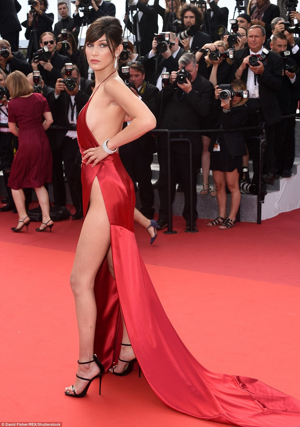 bella hadid red dress cannes 2016 (8)