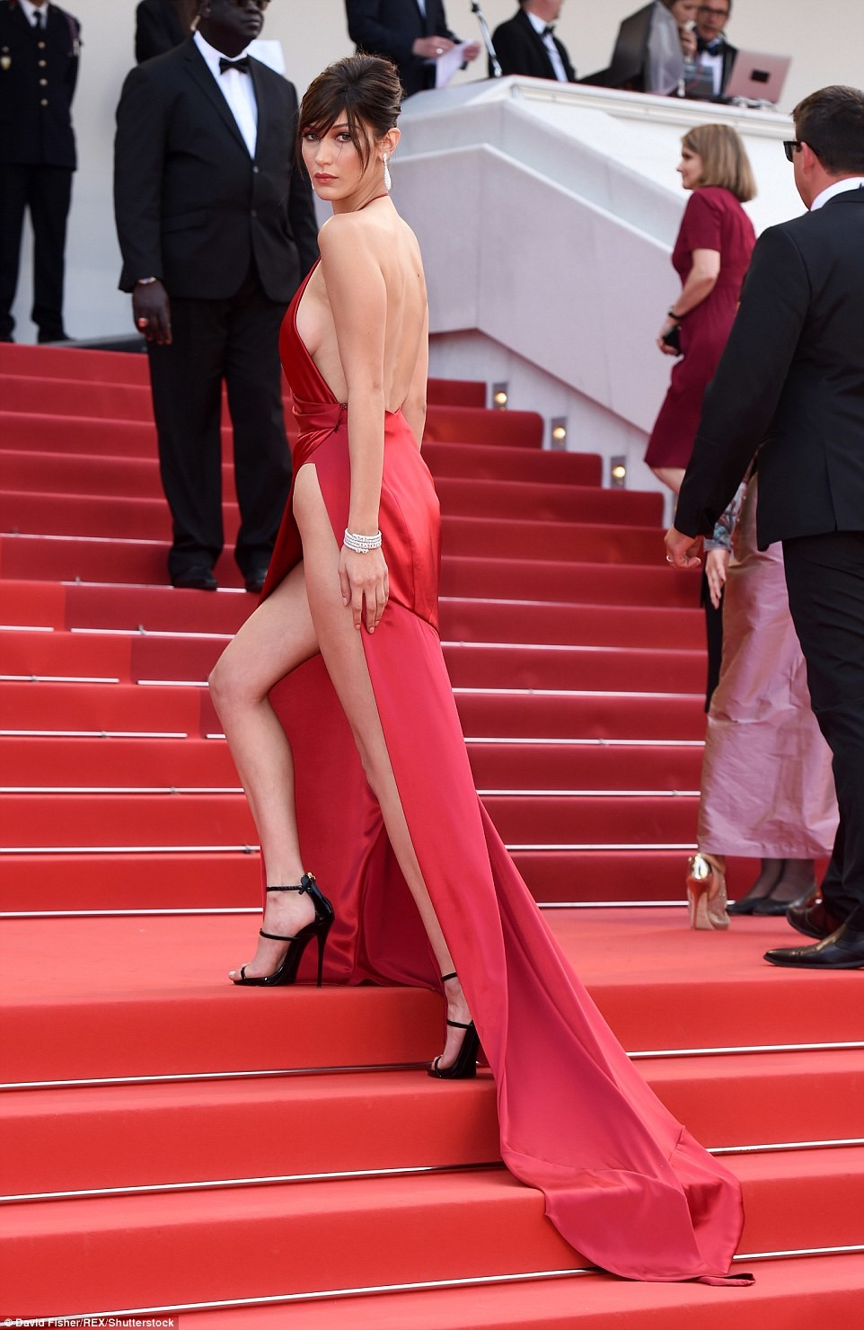 bella hadid red dress cannes 2016 (9)