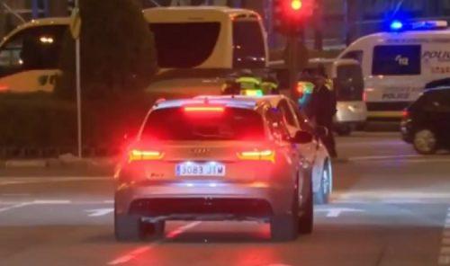 Cristiano Ronaldo grille un feu rouge devant la police
