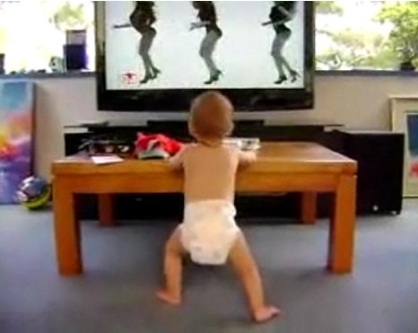 Bébé qui danse sur le clip de Beyoncé (VIDEO)