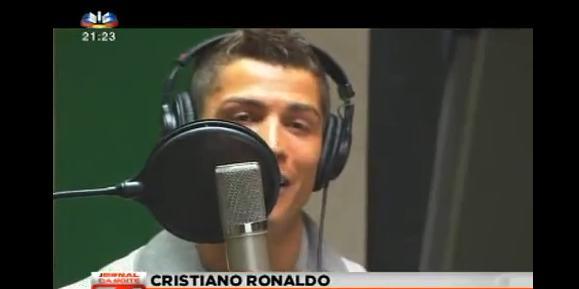 Cristiano Ronaldo en mode chanteur (VIDEO)