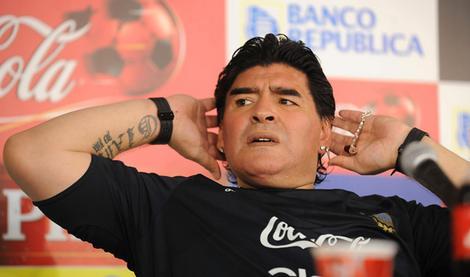 Maradona insulte les journalistes (VIDEO)