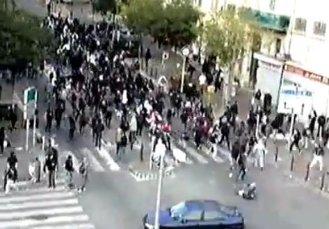 Un supporteur Parisien fauché par une voiture à Marseille (VIDEO)