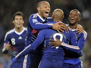 Le petit journal tacle sévèrement l'équipe de France (VIDEO)